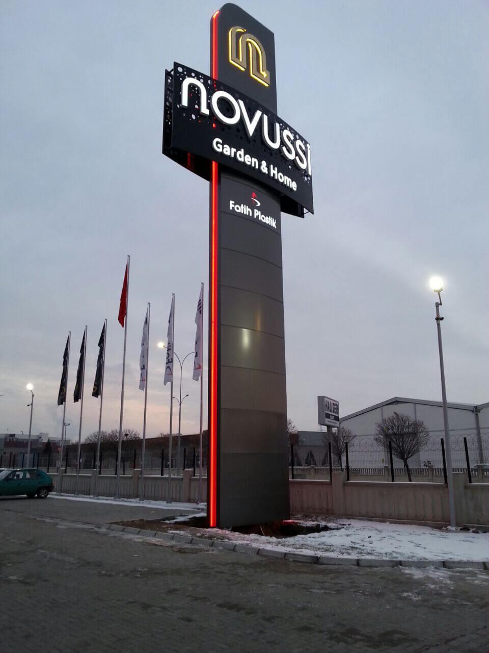 Novussi Totem