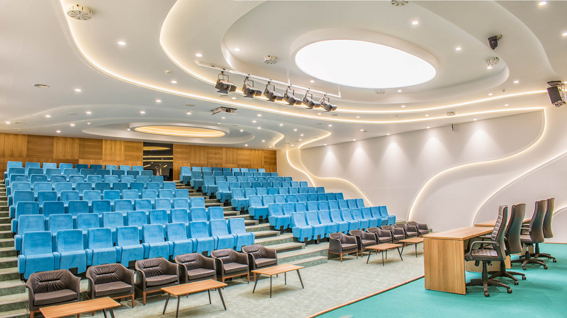 Serbest Bölge Konferans Salonu